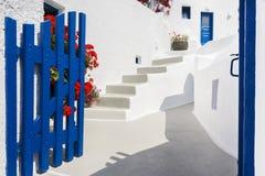 Tür in Santorini, Griechenland stockbild