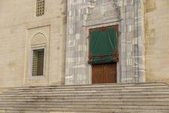 Tür-Schritt der alten Moschee Lizenzfreie Stockfotos