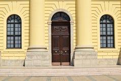 Tür und Fenster der Kirche Stockfotos