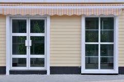 Tür und Fenster der verzierten Architektur Lizenzfreies Stockfoto