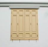 Tür und Fenster, hölzernes Hintergrundhaus Lizenzfreie Stockfotos