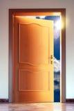 Tür und Himmel mit Summe stockbilder