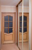 Tür und Spiegel Lizenzfreies Stockbild