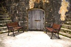 Tür und Stühle Stockfotografie