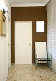 Tür und Stuhl Stockfotografie