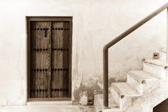 Tür und Treppenhaus des traditionellen arabischen Hauses Stockbild