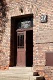 Tür von Block 27, Auschwitz Stockbild