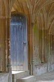 Tür zu den Lacock Abtei-Klöstern Lizenzfreie Stockfotografie