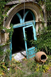 Tür zu verlassenem Gebäude in Taormina Stockfoto