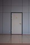 Tür zum Dienstraum stockfotos