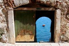 Tür zum Meer Stockfotos