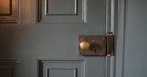 Tür-Zuschlagen geschlossen stock video footage