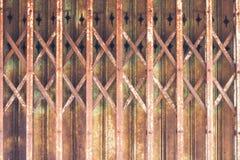 T?ralter und rostiger Stahlhintergrund lizenzfreies stockbild