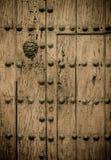 Türen des Kolonialgebäudes in Cartagena, Kolumbien stockfotos
