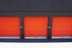 Türen am Speicherteildienst Stockbilder