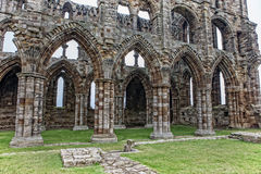 Türen und Fenster der Whitby Abbey-Ruine Stockfotografie