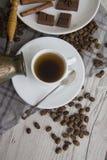 Türke, Schale und Scheibe Coffe von Tiramisu Stockfotografie