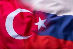 Türkei- und Russland-Flagge Weltflaggen-Geldkonzept Stockbilder