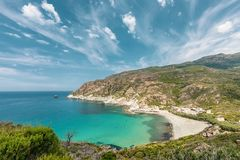 Türkis Mittelmeer und Strand bei Marine de Giottani in Corsi stockbild