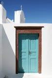 Türkis-Tür mit der Brown-Gestaltung stockbilder