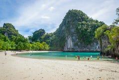 Türkisbucht auf thailändischer Insel stockbild