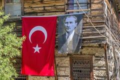 Türkische Flagge mit Bild von Atatuerk Lizenzfreie Stockfotografie