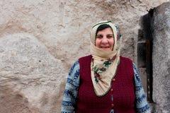Türkische Frau auf der Straße Stockfotos