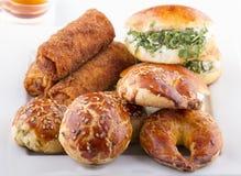 Türkische Gebäck-Nahrungsmittel auf einem hölzernen Stockbild