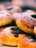 Türkische Gebäcknahrungsmittel mit Olive stockfotografie