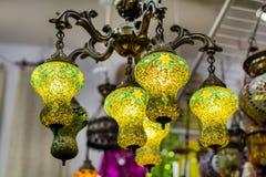 Türkische Lampen für Verkauf im großartigen Basar Lizenzfreie Stockfotos