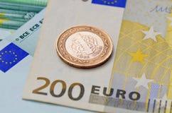 1 türkische Lira auf Eurobanknoten Stockfotos