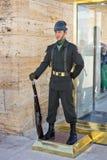 Türkische Militärsoldat-Stellung-Abdeckung Stockfoto