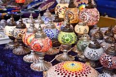 Türkische oder orientalische Lampen auf einem Basar Stockbild