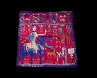 Türkische orientalische schöne Schals mit Bildern der natürlichen Seide auf einem schwarzen Hintergrund Stockbilder