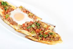 Türkische traditionelle Pide-Pizza Lahmacun stockfotografie