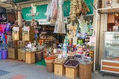 Türkischer Basar, kleiner Shop mit Gewürzen, Tee und Kaffee Stockbild