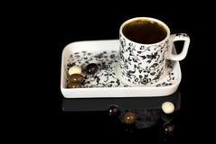 Türkischer Kaffee im Cup stockbild