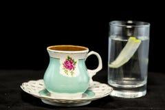 Türkischer Kaffee und Glas Wasser lizenzfreies stockfoto