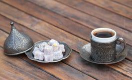 Türkischer Kaffee und türkische Freude stockfoto