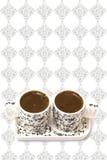 Türkischer Kaffee in zwei Cup auf einem weißen Hintergrund lizenzfreie stockfotos