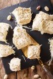 Türkischer Nachtisch Pismaniye, Zuckerwatte mit Pistaziennahaufnahme lizenzfreies stockfoto