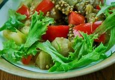 Türkischer Salat mit Aubergine stockfoto
