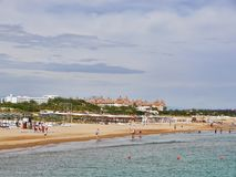 Türkischer Strand in Antalya-Stadt lizenzfreie stockfotos