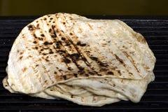 Türkisches Brot - bazlama lizenzfreie stockfotos