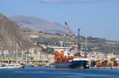 Türkisches Containerschiff - Alkin Kalkavan Stockbilder