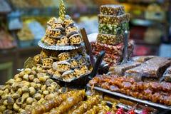 Türkisches desser Baklava mit Pistazie, Honig und Walnuss Geschmackvolles t Stockfoto