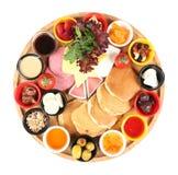Türkisches Frühstück mit Pfannkuchen auf lokalisiertem Hintergrund lizenzfreies stockbild