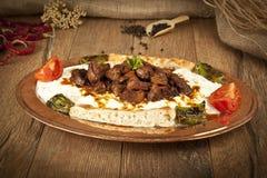 Türkisches Kebabaubergine und -fleisch alinazik Lizenzfreie Stockfotografie