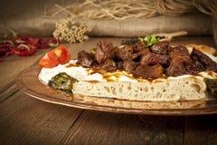 Türkisches Kebabaubergine und -fleisch alinazik Stockbilder
