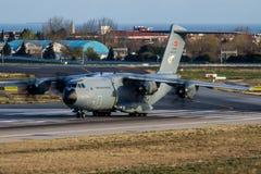 Türkisches Militärtransportflugzeugabfahrt Luftwaffen-Airbusses Militär-A400M Atlas 17-0078 an lizenzfreies stockfoto